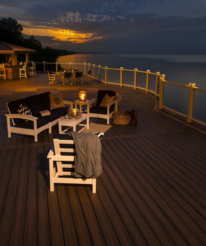 Trex Transcend decking in Spiced Rum and Rope Swing and Trex Outdoor Furniture are an elegant addition to this view-worthy outdoor space.